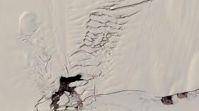 Giant Antarctic Crack Revealed