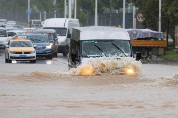 China Flooding : Flood Alert Raised to Second Highest Level