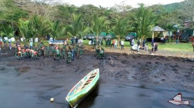 Mauritius Citizens and Groups Try to Contain Oil Spill and Protect Coastline and Mahebourg Lagoon