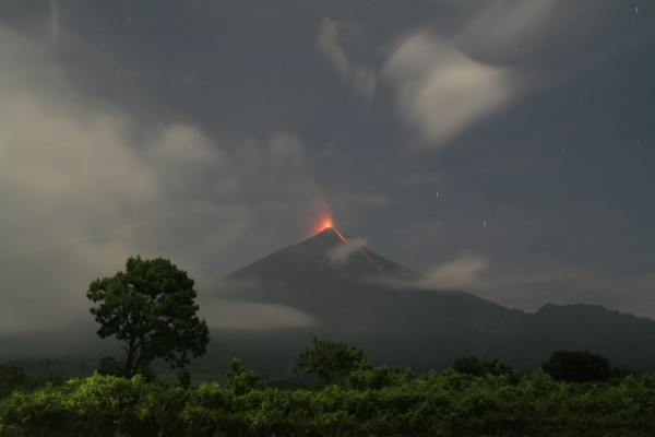 Guatemala Fuego Volcano Releases Cloud of Ash 4,700 Meters Up into the Atmosphere in a Major Eruption
