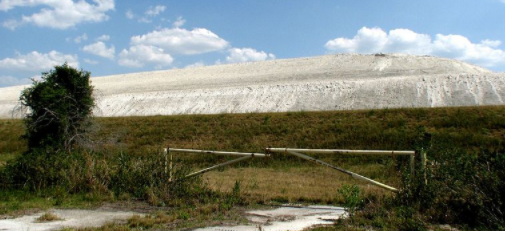 A phosphogypsum stack located in nearby Fort Meade, Florida. The Piney Point stack encloses wastewater.