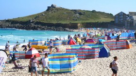 Brits Enjoy High Temperatures As Heatwave Continues Into The Weekend