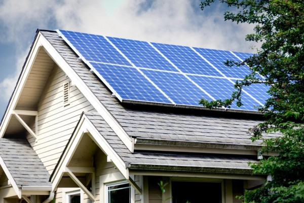 The Benefits of Using Solar Generators as a Renewable Energy Source