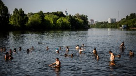 People cooling off due to the hot weather