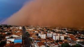 TOPSHOT-BRAZIL-WEATHER-DUST-STORM