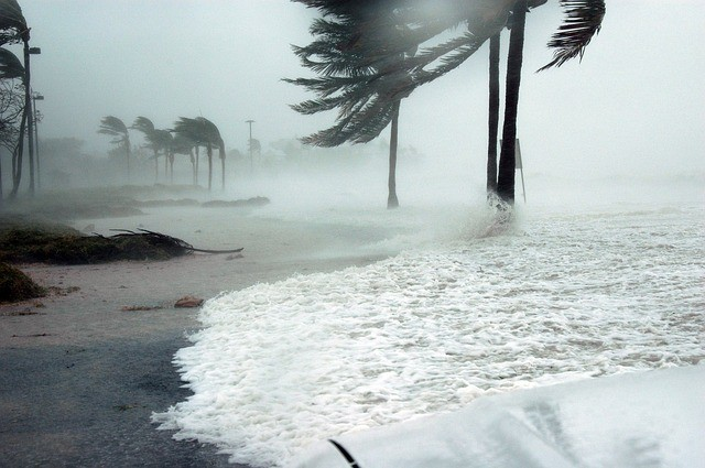 How to Safely Move Across a Country During a Hurricane